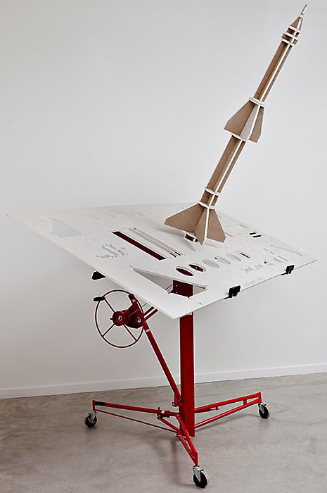 Sol-air - monte-plaque, placoplatre. 330 x 250 x 120 cm, 2010.