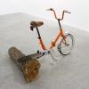 mini vélo, bûche acacia, 100 x 150 x 100 cm, 2015.